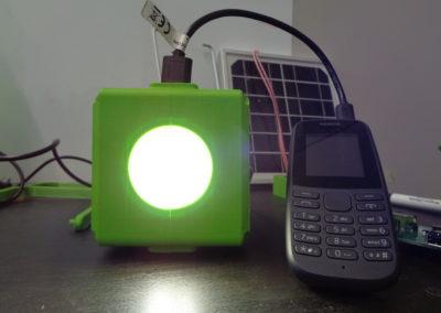 hiLyte_cube_phonecharging